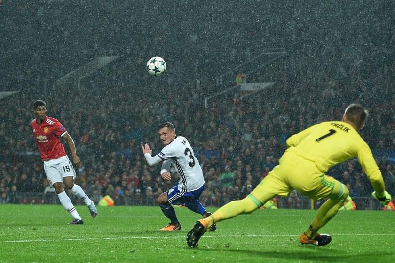 Marcus Rashford strzela gola dla Manchesteru United /AFP