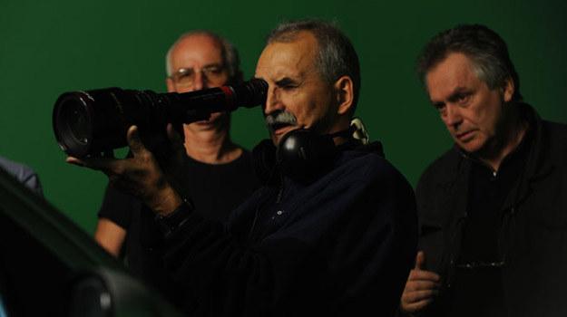 "Marek Koterski i operator Jerzy Zieliński na tle ""green screenu"" /Film Polski"