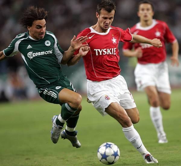 Marek Zieńczuk miał kilka doskonałych okazji do strzelenia gola /AFP