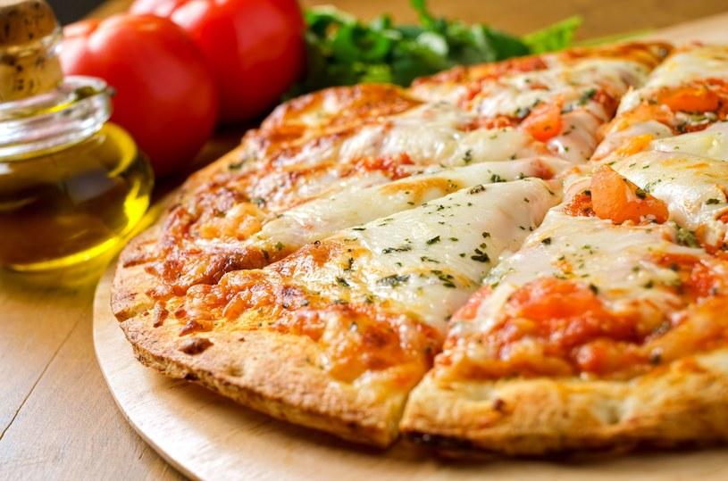 Margherita to jedna z najbardziej lubianych potraw. I to nie tylko przez dzieci. /©123RF/PICSEL