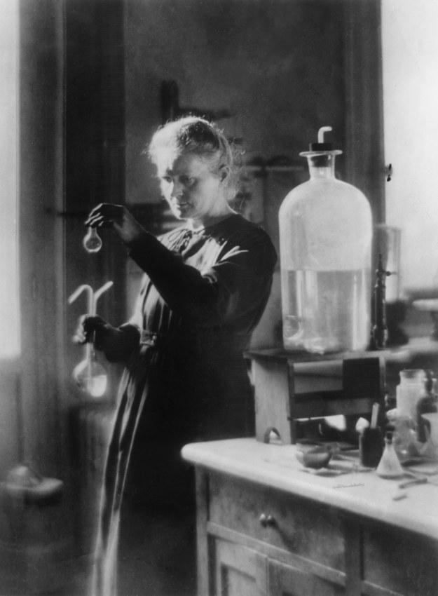Maria Skłodowska-Curie jako jedyna otrzymała Nagrodę Nobla w dwóch dziedzinach - fizyce i chemii /Hulton Archive /Getty Images