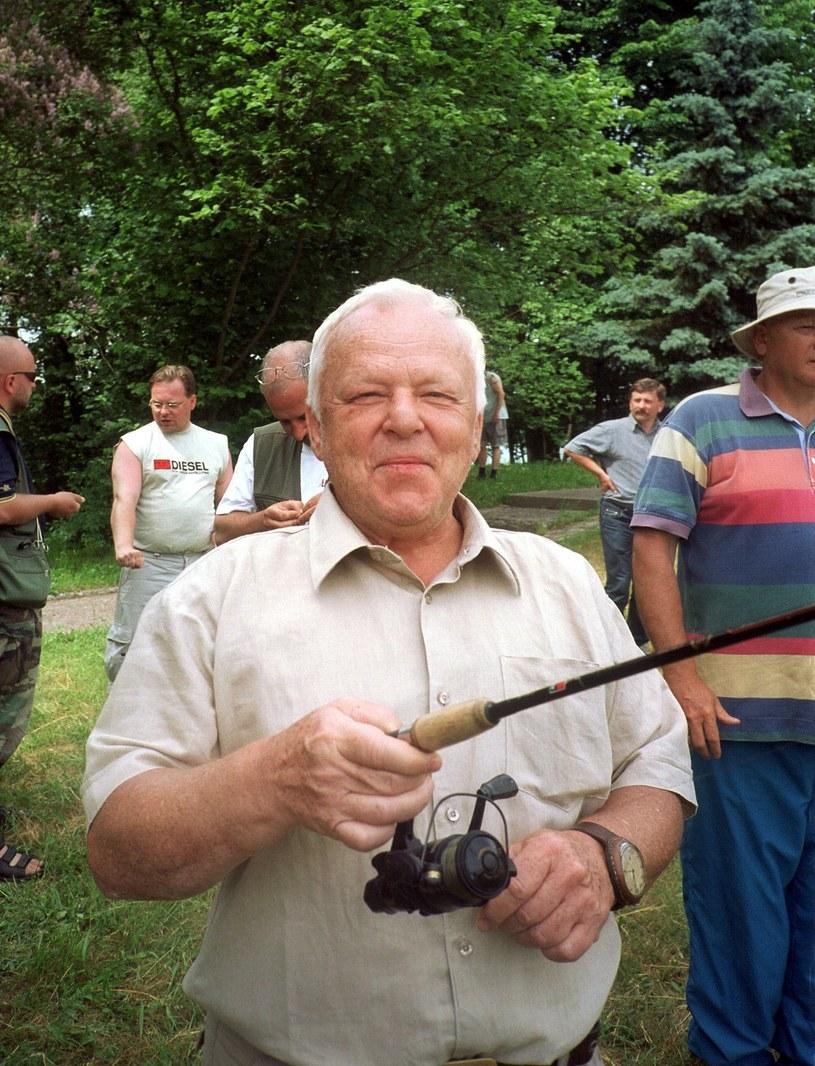 Marian Opania podczas rywalizacji wędkujących aktorów /Reporter