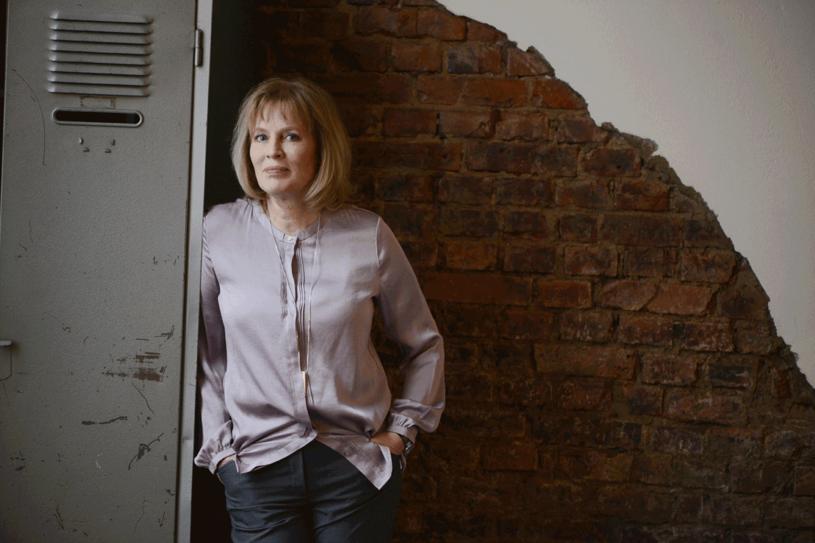"""Mariette Lindstein: """"Niepokojącym sygnałem jest obecność silnego charyzmatycznego lidera, którego wszyscy podziwiają, a który sam stawia się na piedestale. To niemal niemożliwe, by władza go nie zepsuła."""" /Styl.pl/materiały prasowe"""