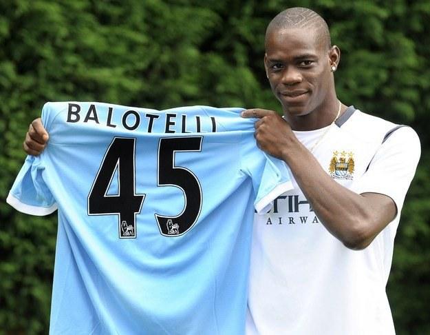 Mario Balotelli do Manchesteru City trafił z Interu Mediolan /AFP