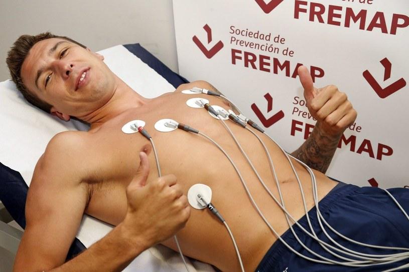 Mario Mandżukić na testach medycznych przed podpisaniem kontraktu z Atletico /PAP/EPA