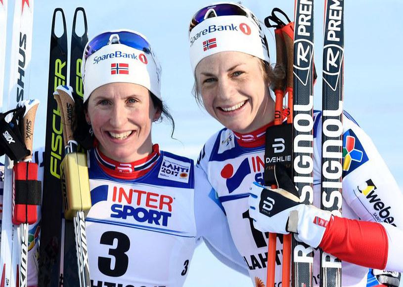 Marit Bjoergen (z lewej) i Astrid Jacobsen /AFP