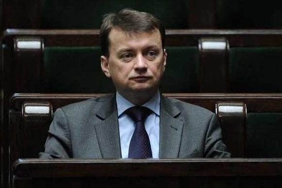 """Mariusz Błaszczak podkreśla, że PiS """"nie będzie się kierował płcią, ale kompetencjami"""" /Bartosz Krupa /East News"""