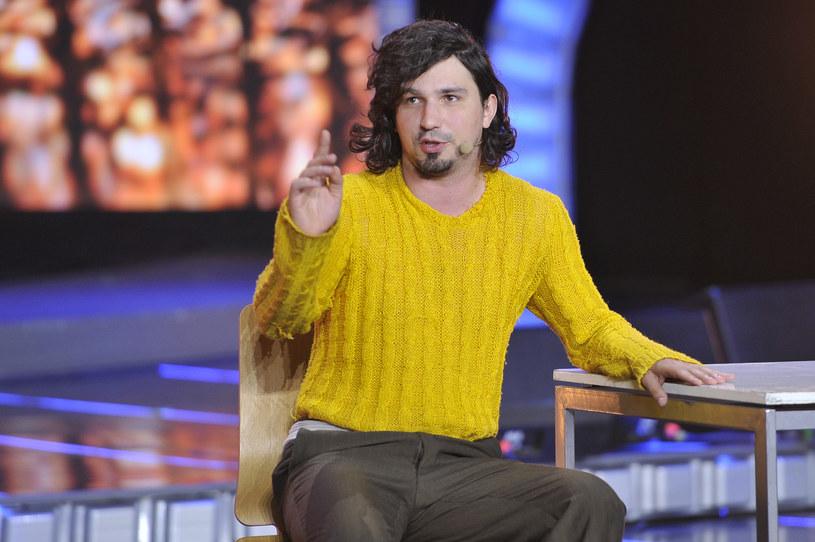 Mariusz Kałamaga w słynnym żółtym sweterku /AKPA