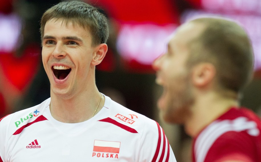 Mariusz Wlazły i Paweł Zatorski (po prawej) podczas meczu z Brazylią w finale MŚ /Andrzej Grygiel /PAP