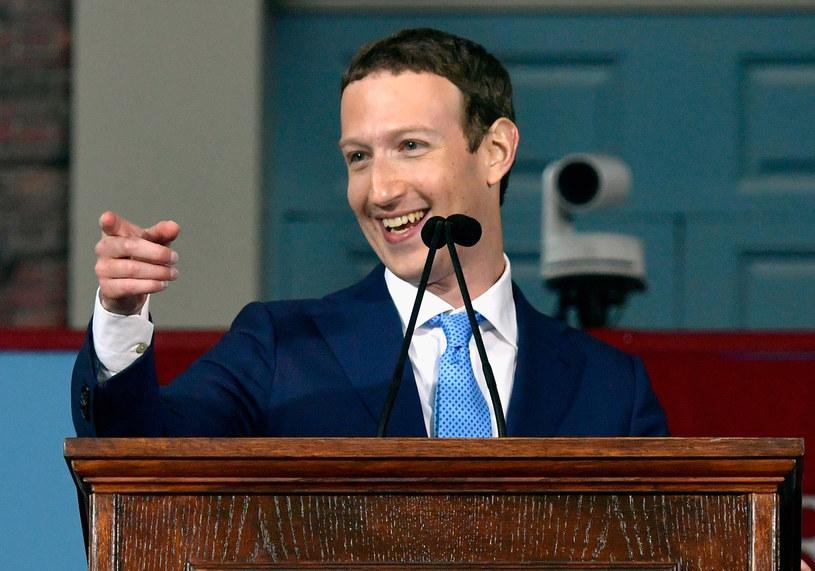 Mark Zuckerberg i jego sztab prawników dobrze zabezpieczyli serwis przed roszczeniami prawnymi /AFP