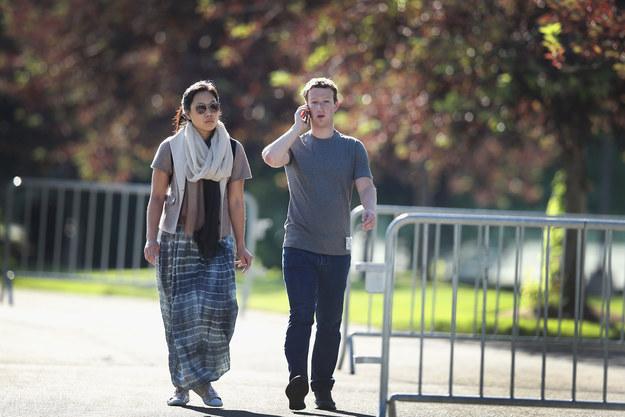 Mark Zuckerberg i jego żona Priscilla mają 56 mld dolarów. Mimo to żyją skromniej niż polskie gwiazdy /Getty Images