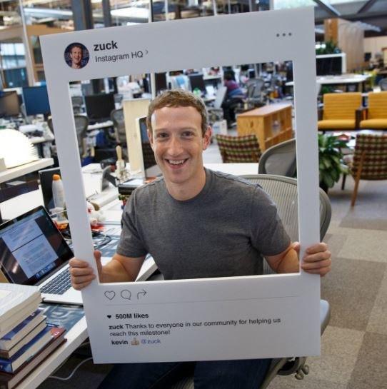 Mark Zuckerberg zalepia kamerkę w swoim laptopie. My również powinnyśmy? /Facebook /Internet