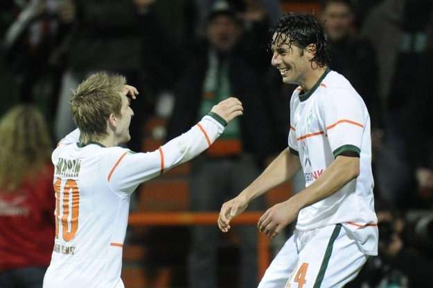 Marko Marin i Claudio Pizarro /AFP
