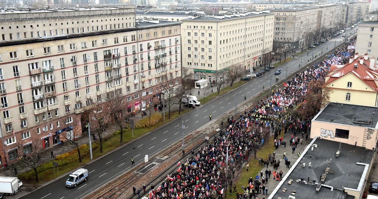 """Marsz """"KOD Niepodległości"""" w Warszawie"""