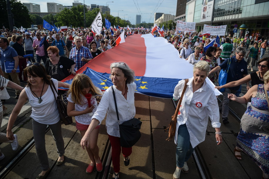 Marsz KOD w Warszawie /Jakub Kamiński   /PAP