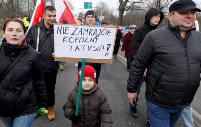 Marsz pracowników KWK Sośnica-Makoszowy oraz ich rodzin i mieszkańców miasta w obronie miejsc pracy, który odbył się 16 stycznia /Andrzej Grygiel /PAP
