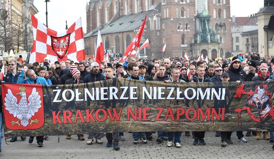 Marsz zorganizowany z okazji Narodowego Dnia Pamięci Żołnierzy Wyklętych /Jacek Bednarczyk /PAP