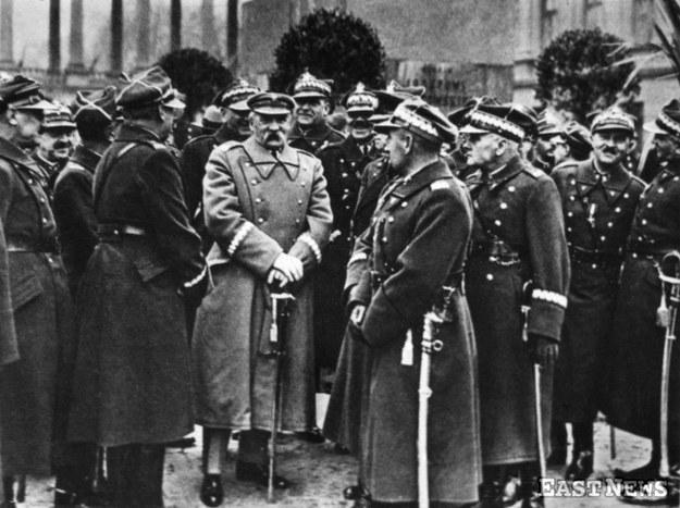 Marszałek Józef Piłsudski podczas obchodów Święta Niepodległości przed Pałacem Saskim w Warszawie (11 listopada 1932 r.) /Danuta Łomaczewska /East News