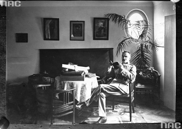 Marszałek Józef Piłsudski w willi w Sulejówku /Z archiwum Narodowego Archiwum Cyfrowego