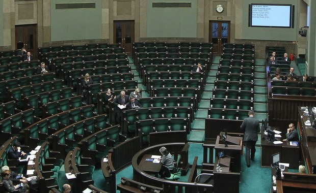 Marszałek Sejmu tnie wynagrodzenia posłom PO