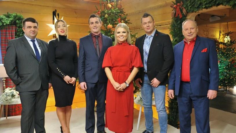 """Marta Manowska i bohaterowie czwartej edycji programu """"Rolnik szuka żony"""". Aż czwórka z nich znalazła miłość... /TVP"""