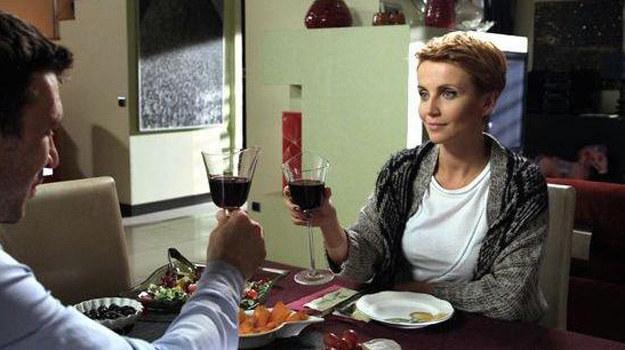 Marta przestanie sobie radzić z własnym życiem. Smutki zacznie topić w alkoholu. /www.barwyszczescia.tvp.pl/