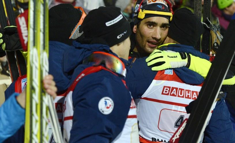 Martin Fourcade z kolegami z reprezentacji Francji /AFP