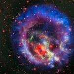 Martwa gwiazda otoczona przez światło