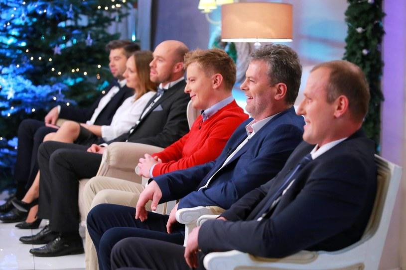 """Martyna i Paweł oraz inni uczestnicy programu """"Rolnik szuka żony"""" w świątecznym odcinku (2016) /TVP"""