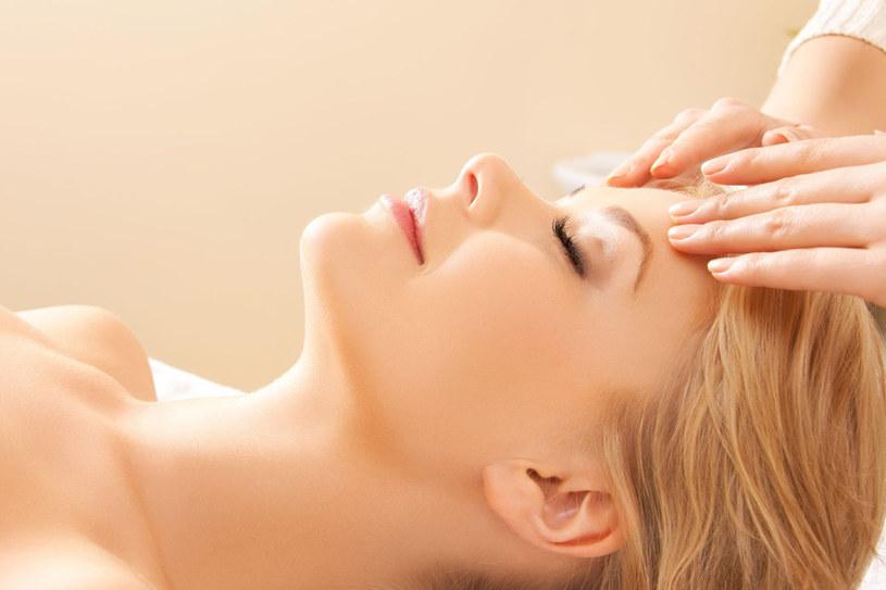 Masaże działaja relaksująco, pobudzają krążenie, uelastyczniają tkanki /123RF/PICSEL