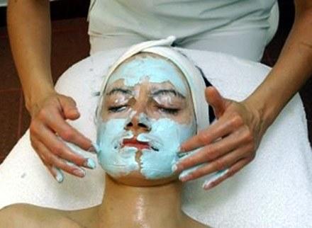 Maseczka - kosmetyk do zadań specjalnych /MWMedia