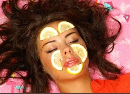 Maseczka to najprostszy zabieg kosmetyczny/fot. Borys Czonkow /MWMedia