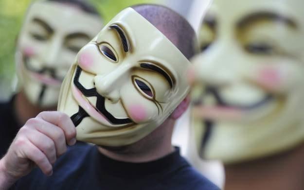 Maska Guya Fawkesa stała się symbolem Anonimowych i ich ruchu (jeśli można go tak nazwać) /AFP