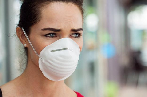 Maskę najwygodniej jest kupić przez internet. Trzeba tylko zwrócić uwagę, by miała certyfikat /123/RF PICSEL