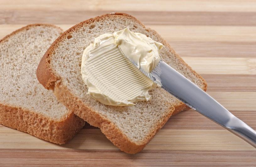 Masło nie jest niezbędne w naszej diecie. Warto pamiętać, że dobrym źródłem zdrowych tłuszczów są także nasiona, orzechy i oleje roślinne /©123RF/PICSEL