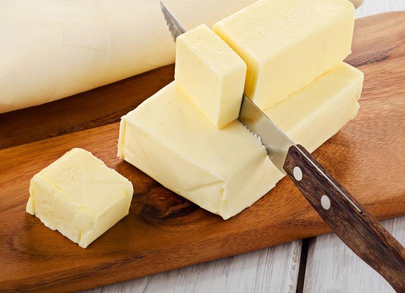 Masło to dobry wybór, jeśli chodzi o smarowanie pieczywa /©123RF/PICSEL