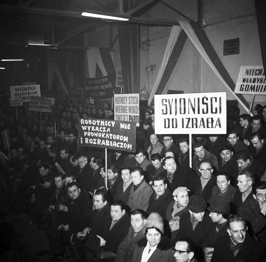 Masówka w Hucie im. Lenina  w Nowej Hucie w marcu 1968 roku /Stanisław Gawliński /PAP