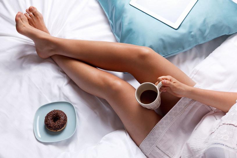 Masz niskie ciśnienie? Zamiast kawy pij wodę /©123RF/PICSEL