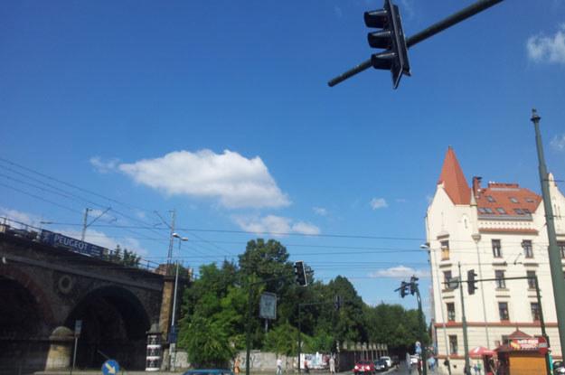 Masz z sygnalizatorem przekręcono tak, aby nie był widoczny dla kierowców jadących z ul. Blich /INTERIA.PL