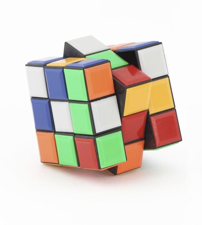 Maszyna o nazwie Dygestorium III ułożyła kostkę Rubika w 3,25 sekundy. /123RF/PICSEL