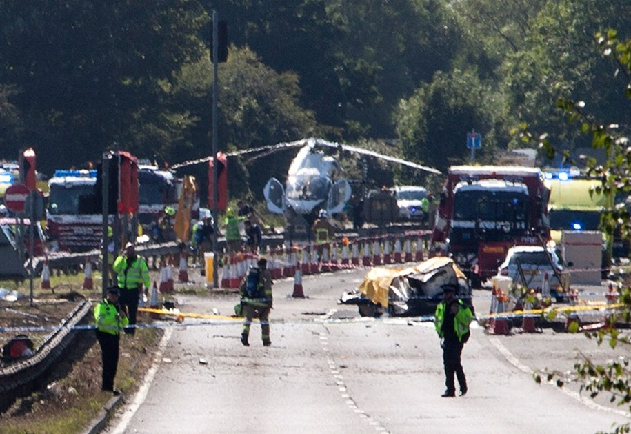 Maszyna runęła na autostradę /LONDON NEWS AND PICTURES /PAP/EPA