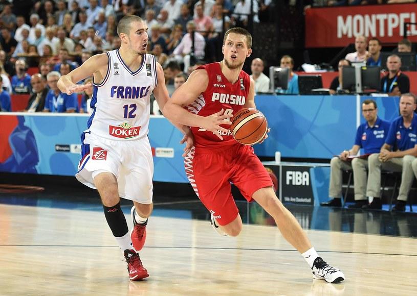 Mateusz Ponitka grał już przeciwko Francuzom /AFP