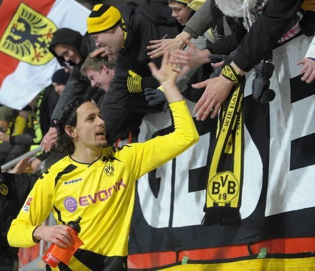 Mats Hummels jest teraz gwiazdą zmierzającej po mistrzostwo Niemiec Borussii /AFP