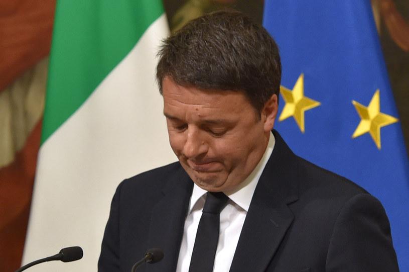 Matteo Renzi podczas ogłaszania swojej dymisji /AFP