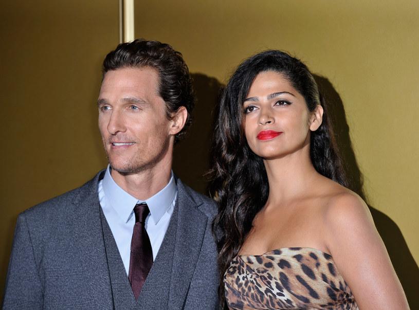 """Matthew McConaughey ogłosił: """"Camila i ja będziemy mieli trzecie dziecko"""" /Getty Images"""