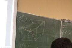 Maturzyści z V LO w Lublinie rozwiązują zadania z matematyki