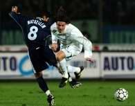 Matuzalem (Brescia) walczy o piłkę z Oddo (Lazio)