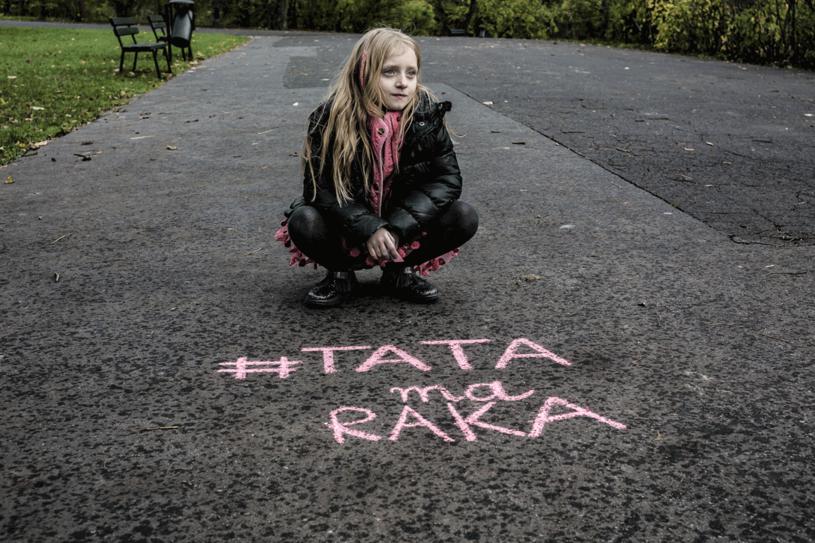 Matylda ma tylko 7 lat, ale robi wszystko, by uratować tatę. Możesz jej w tym pomóc! /Styl.pl
