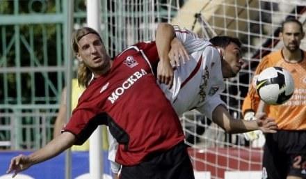 Maxi Lopez nie patyczkuje się z obrońcami /Getty Images/Flash Press Media