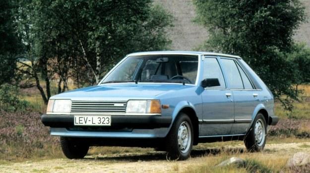 Mazda 323 w swej nowej wersji przypomina Lancię Deltę i... naszego Poloneza. Samochody projektowane przez komputer stają się do siebie podobne. /Mazda